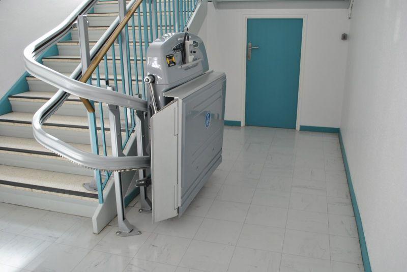 plateforme monte escalier supra bordeaux gironde akidoor. Black Bedroom Furniture Sets. Home Design Ideas